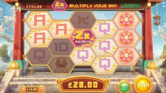 three sets of winning combinations trigger a $28 jackpot