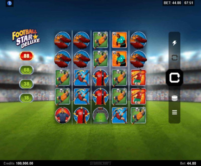 Play slots at Royal Vegas: Royal Vegas featuring the Video Slots Football Star Deluxe with a maximum payout of $140,800