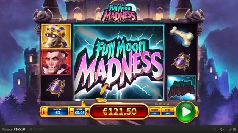 Full Moon Madness :: Colossal wild symbol triggers multiple winning paylines