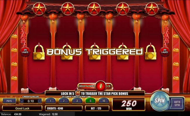 Fu Star :: Locking all five reels will activate the Star Pick Bonus feature