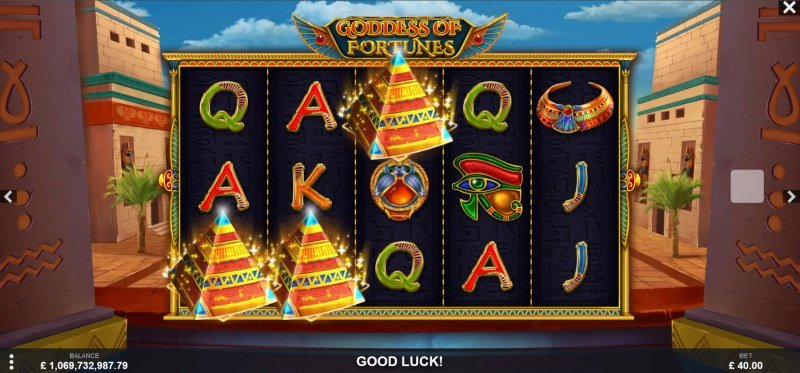 Goddess of Fortunes :: Scatter symbols triggers the free spins bonus feature