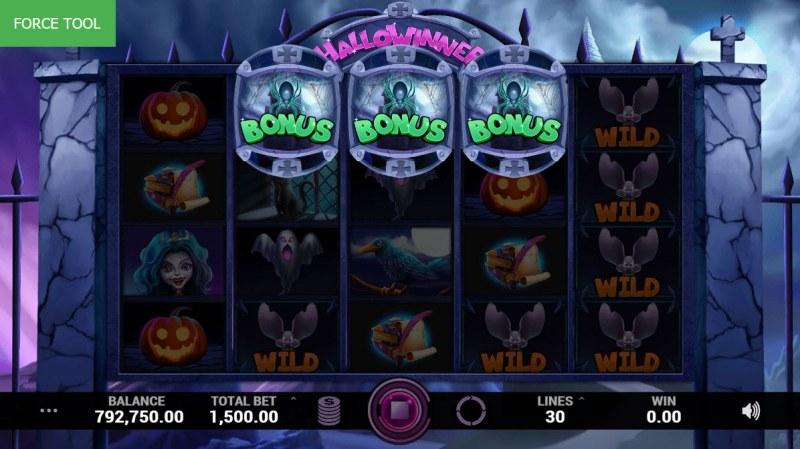 Hallowinner :: Scatter symbols triggers bonus feature