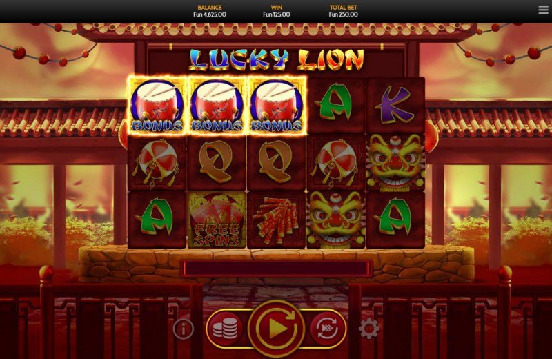 Lucky Lion :: Scatter symbols triggers bonus feature