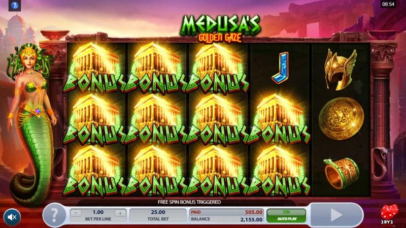 Medusa's Golden Gaze :: Scatter symbols triggers the free spins bonus feature