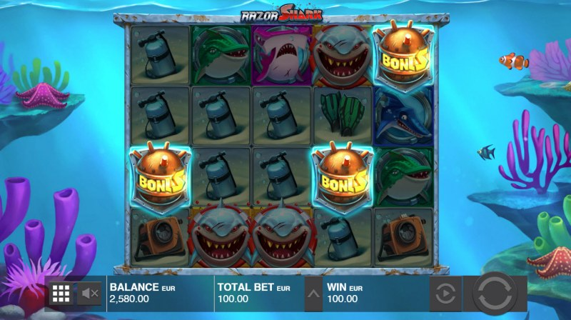 Razor Shark :: Scatter symbols triggers the free spins feature