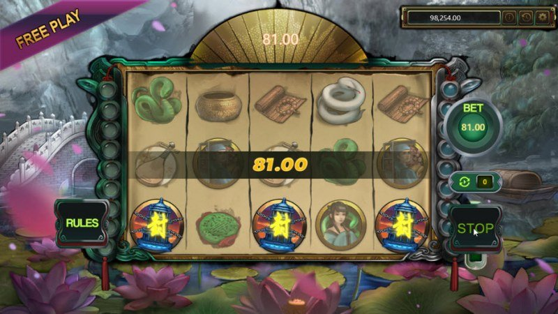 Snake Lady :: Scatter symbols triggers the free spins feature