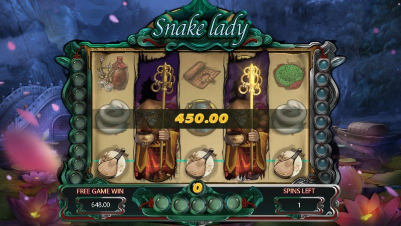 Snake Lady :: Multiple winning combinations leads to a big win