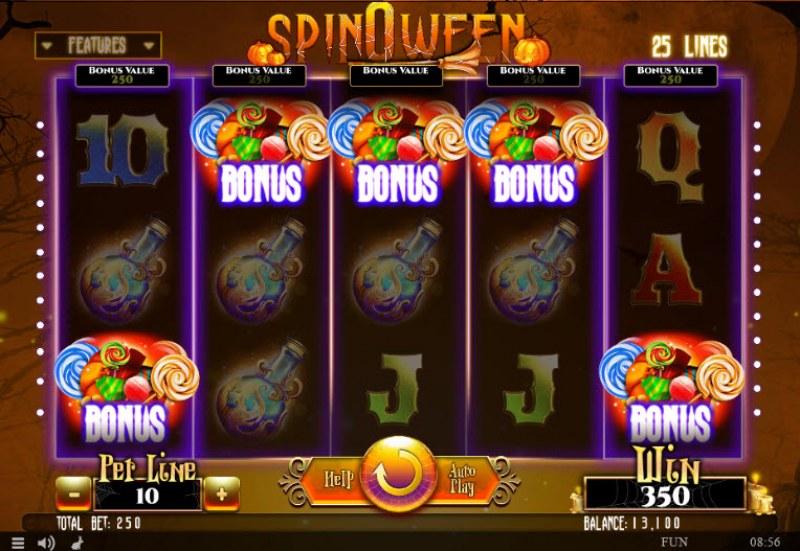 Spinoween :: Scatter symbols triggers bonus feature