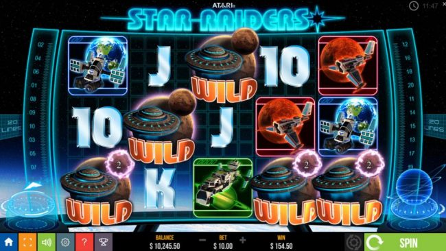 Star Raiders :: Locked wilds remain locked for 2-5 spins during both the base games and free spins.